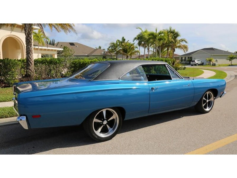 plymouth road runner 837453 011