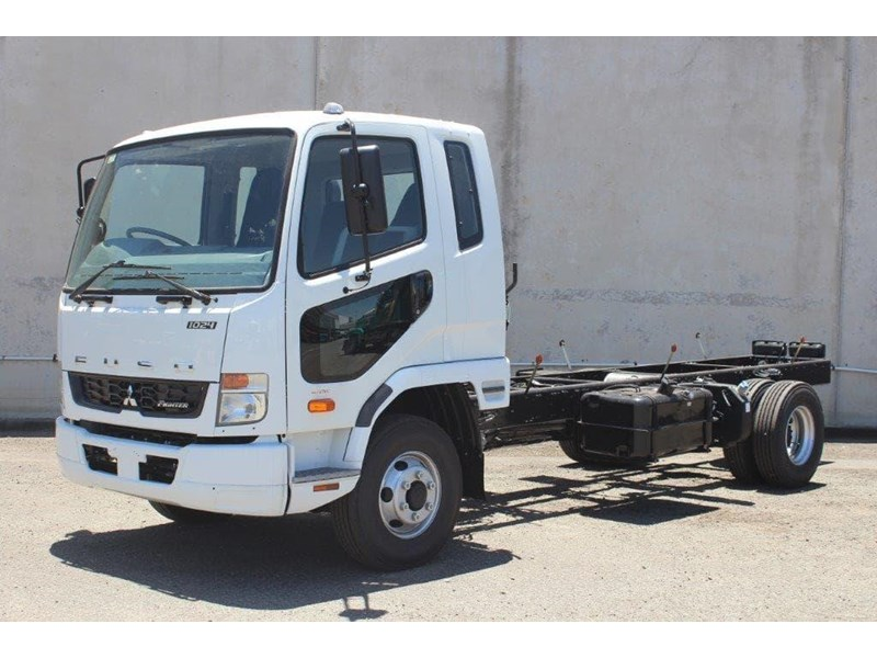 fuso fighter 828155 007