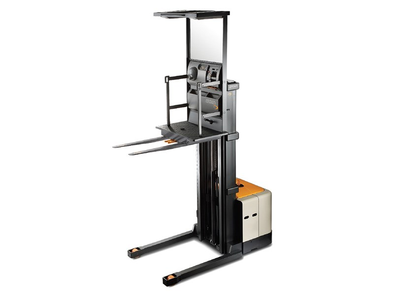 Crown SP 3570F Order Picker