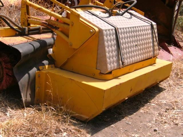 unknown bucket broom - 2100mm enclosed 231123 003