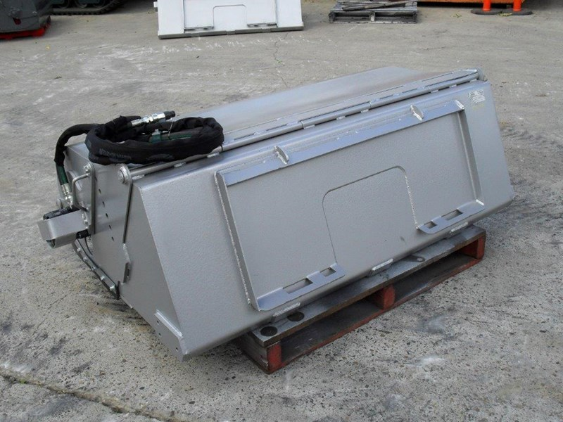 heavy duty 1600mm enclosed bucket broom 236373 011