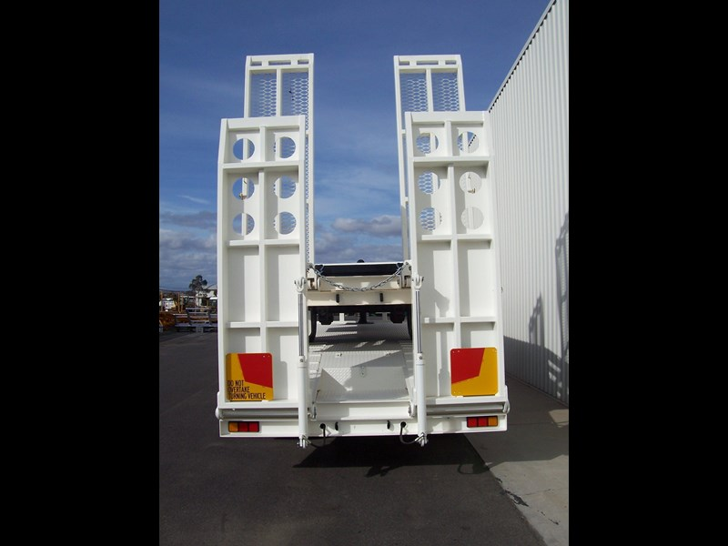 cbtc single, tandem & tri-axle machinery trailers 14233 005
