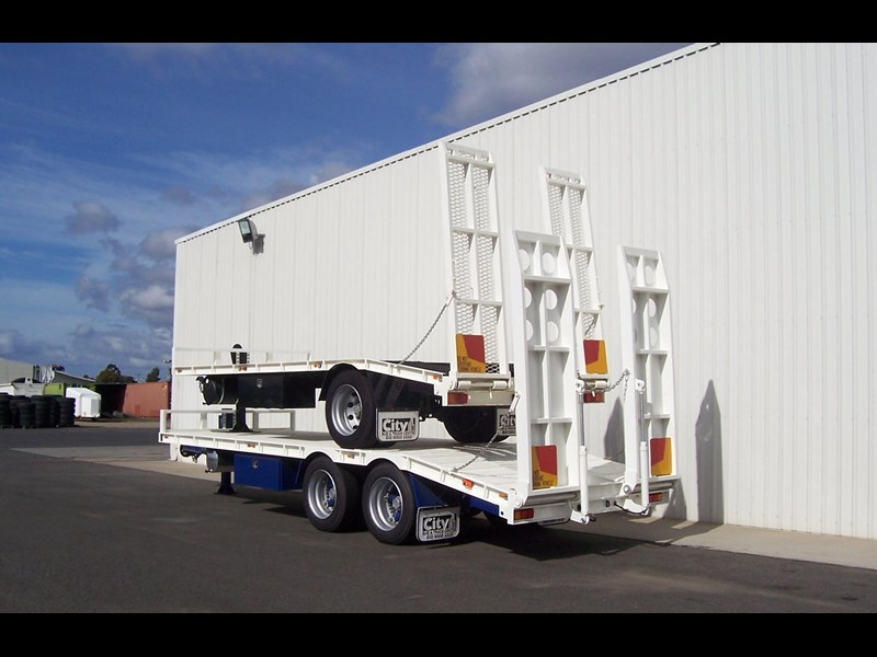 cbtc single, tandem & tri-axle machinery trailers 14233 001