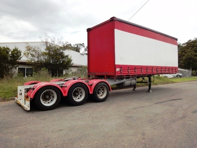 barker curtainsider 16418 001