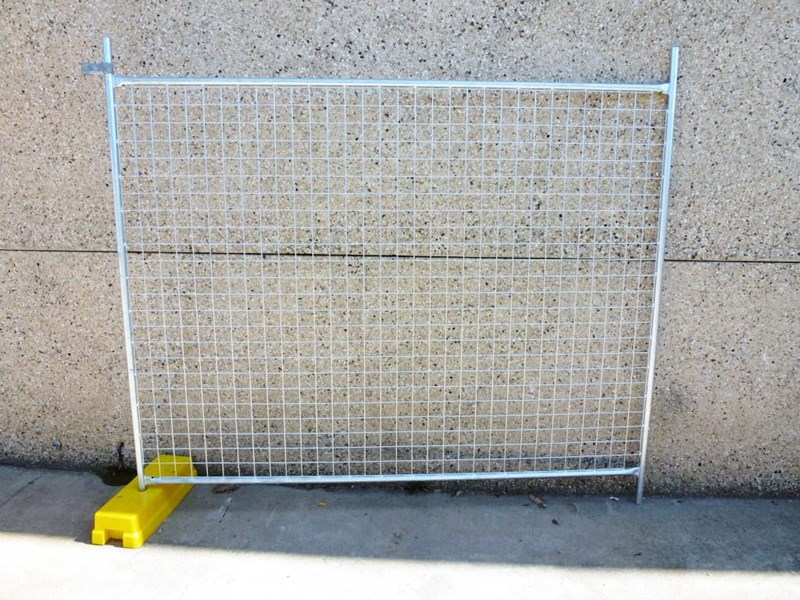 temporary fence equipment poly bases 1085 001
