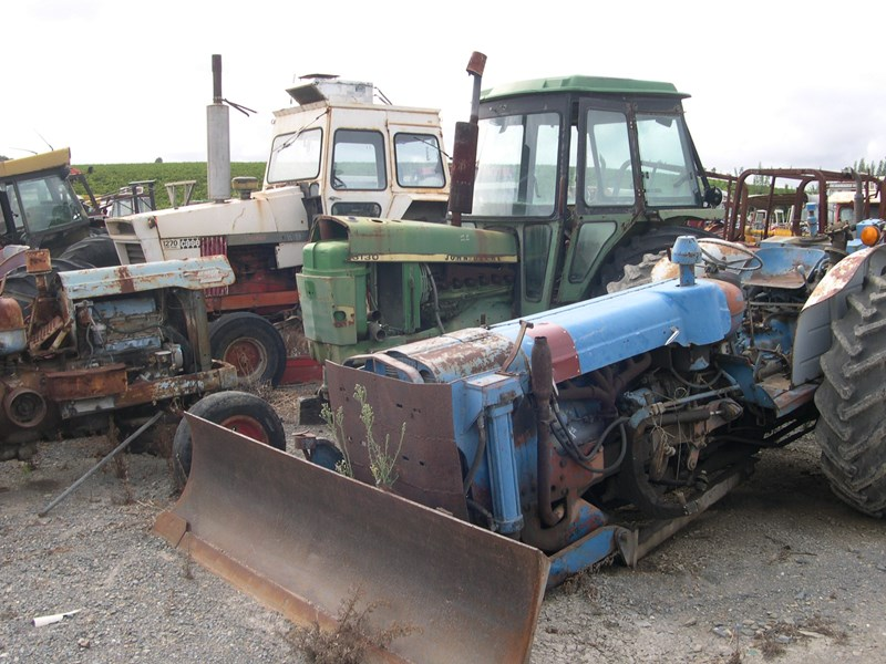various tractors to dismantle 14967 001