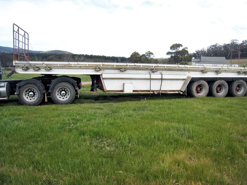 freighter tri-axle 45ft belly tanker 62364 001