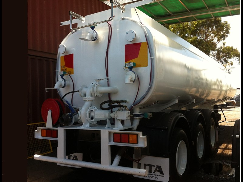 ultimate trailers road spray tanker 56384 001