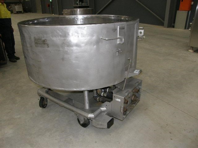 stainless steel jacketed tank 700lt 80112 003