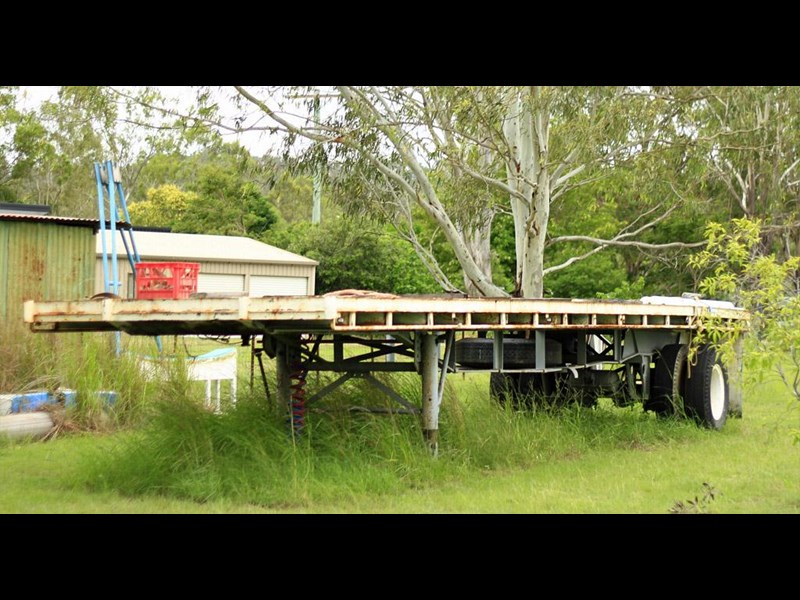 fruehauf single axle strap trailer 85529 003