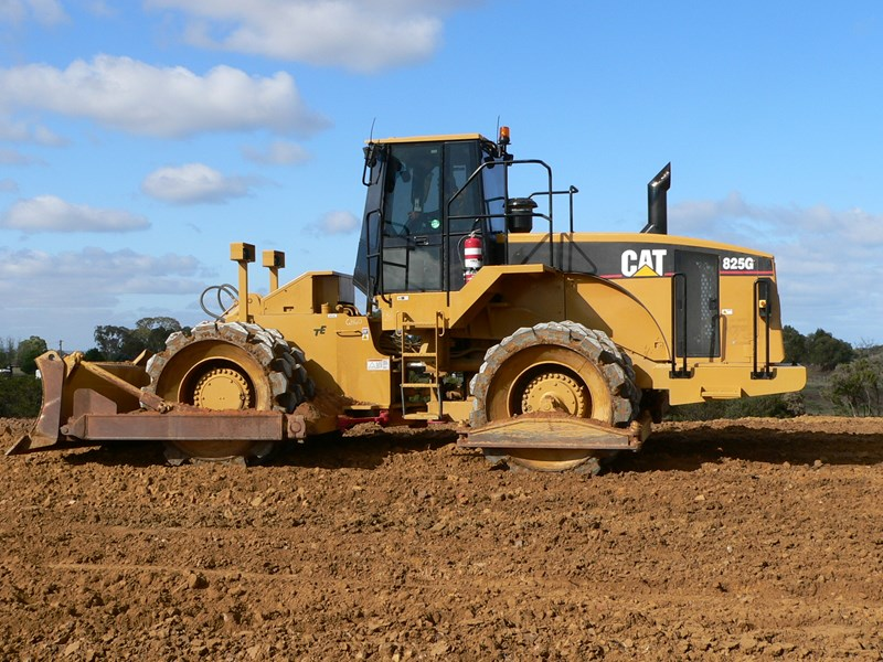 caterpillar 825g (rent me  or buy me) 105229 003