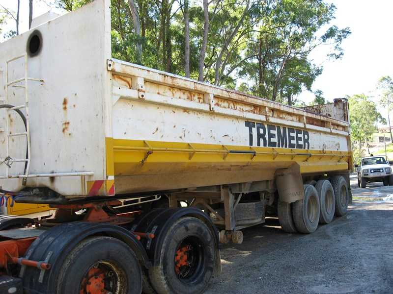 bulldog chassis tipper 106680 001