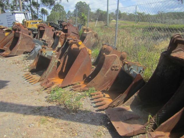 various 2016 trench buckets 8 tonne to 45 tonne 125035 007