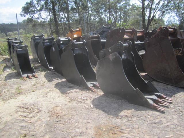 various 2016 trench buckets 8 tonne to 45 tonne 125035 001
