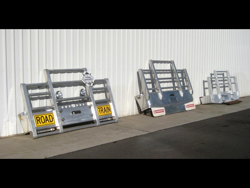 bullbars large range of 2nd hand bullbars  in stock 130864 001