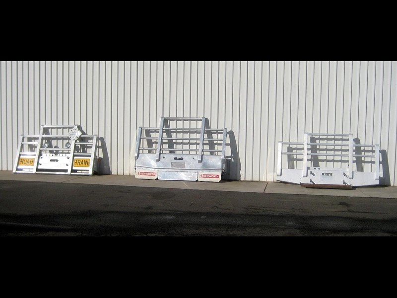 bullbars large range of 2nd hand bullbars  in stock 130864 003