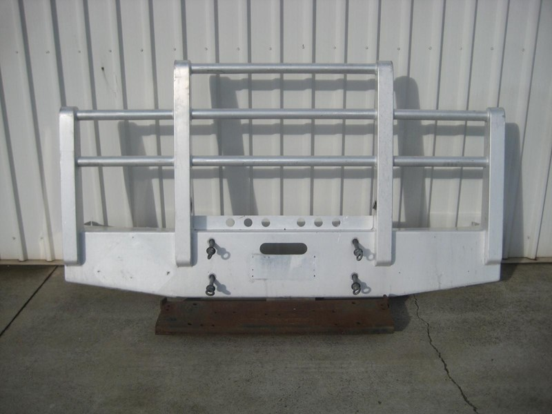 bullbars large range of 2nd hand bullbars  in stock 130864 021
