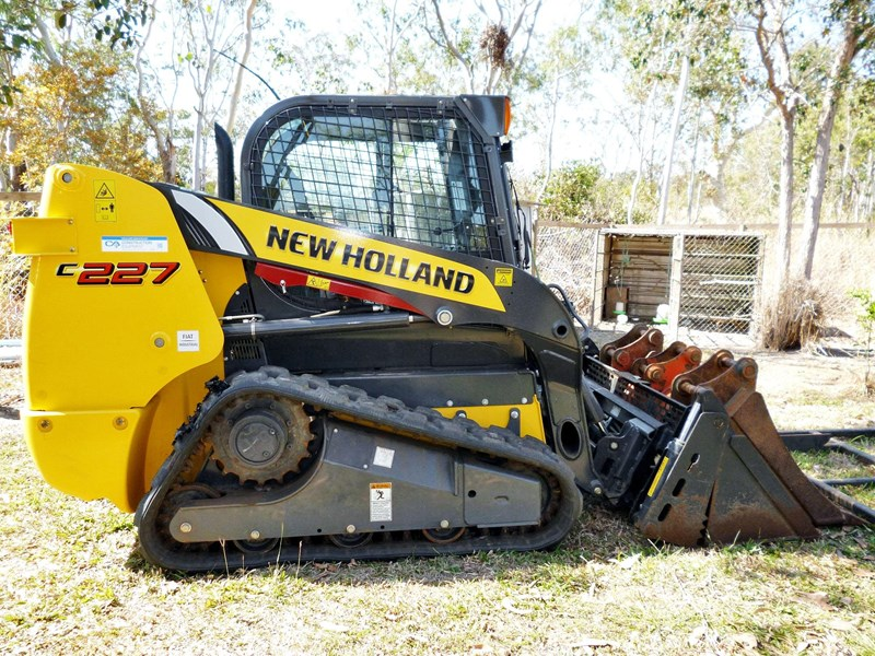new holland c 227 compact track loader 135005 001