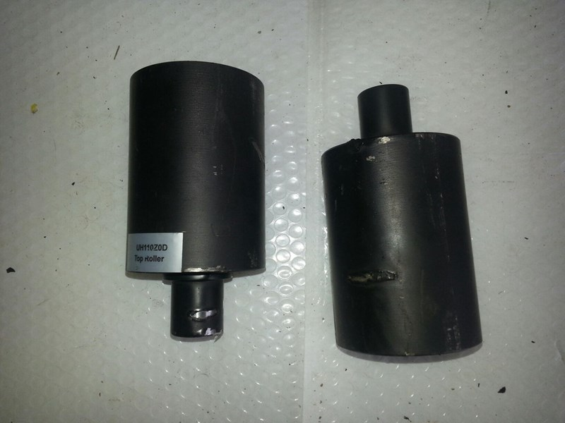 yanmar yanmar top roller to suit vio25-vio35. 172458.37500 148712 001