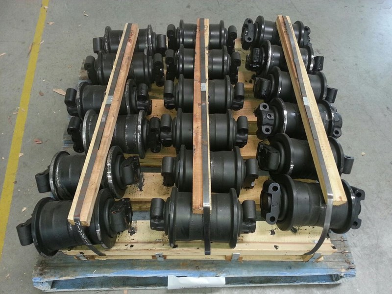 hitachi hitachi track rollers to suit ex200 up to ex230. 9089173 151324 001