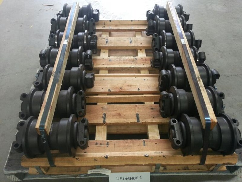 hitachi hitachi track rollers to suit ex100 up to ex130 & zx110 up to zx135. 9066508 151680 001