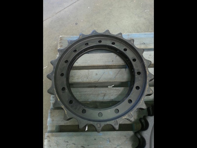 hitachi hitachi sprockets to suit ex200 up to ex220 & zx225 up to zx250. 1010203 152500 001