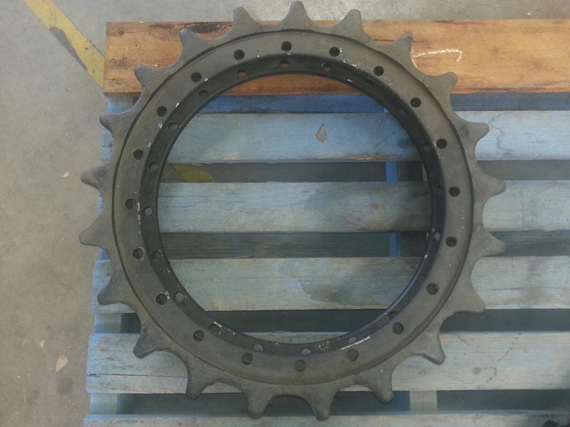 komatsu komatsu sprockets to suit pc180 up to pc240. 205-27-71281 153638 001