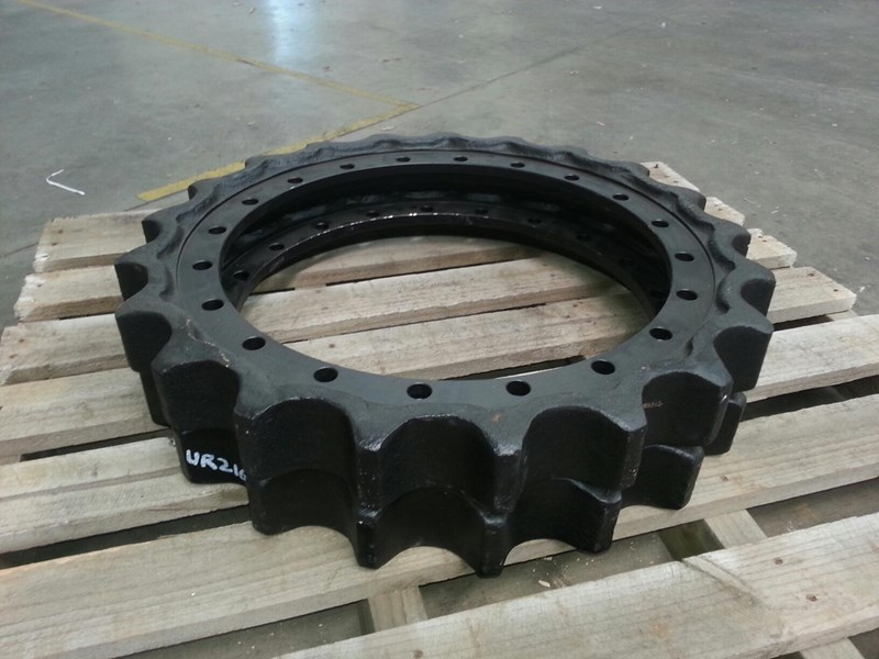 komatsu komatsu sprockets to suit pc250 up to pc360. 207-27-61210 154052 003