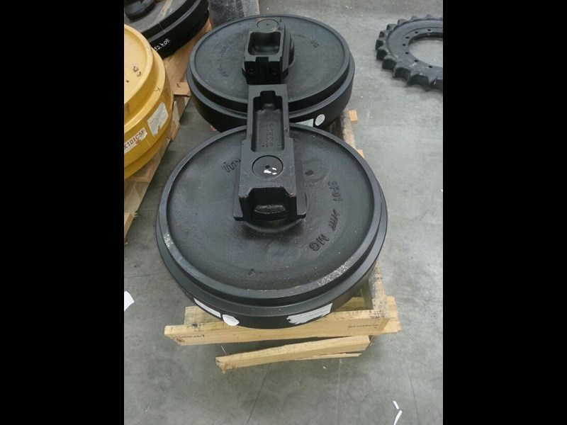caterpillar caterpillar idler group with brackets to suit cat 315 up to cat 323. 0964253 161715 001
