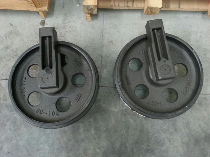 komatsu komatsu idler group with brackets to suit pc60 up to pc88. 201-30-00012 161591 005