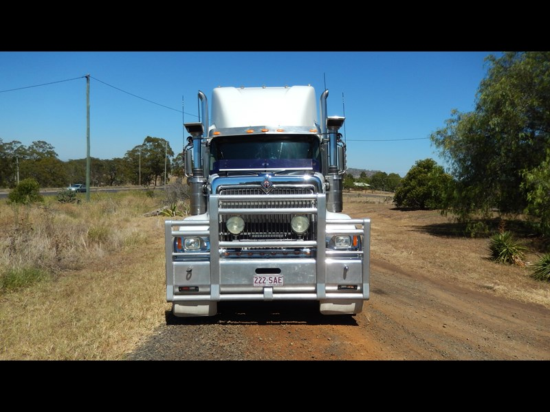 international 9900i  eagle 162982 007