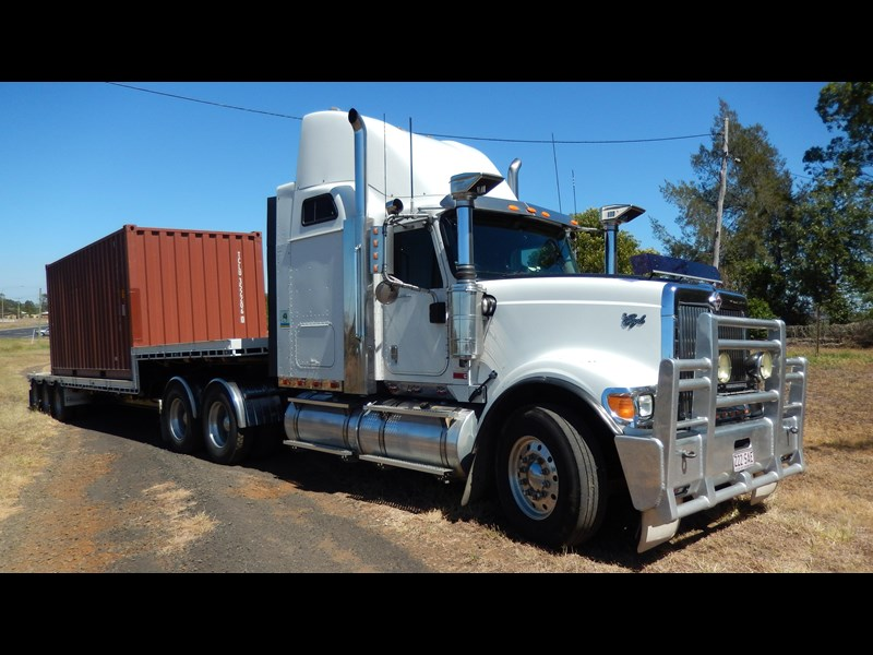 international 9900i  eagle 162982 003