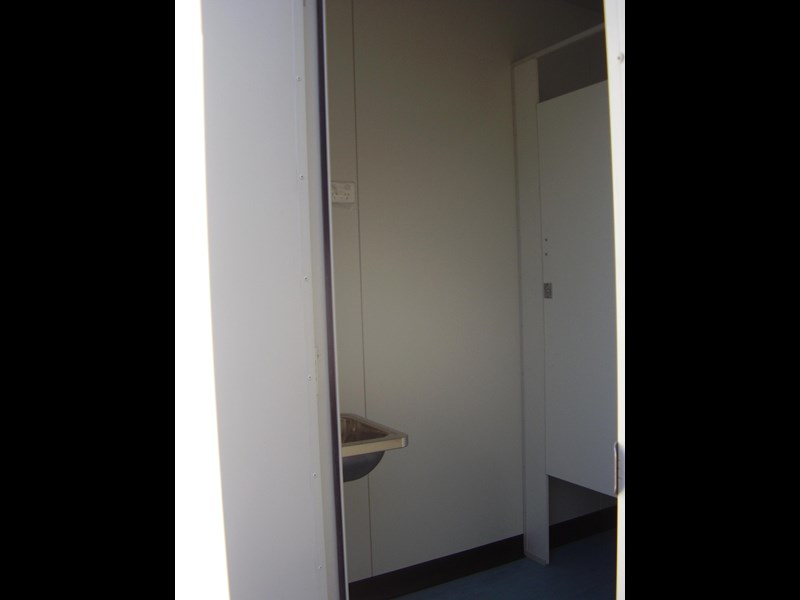mcgregor 6.0m x 3.0m toilet block 188957 003