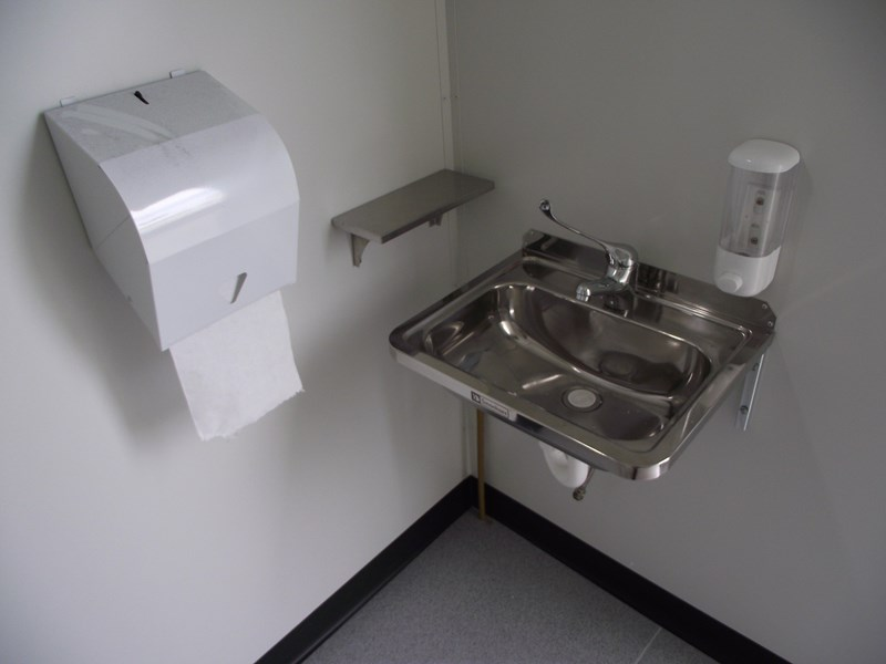 mcgregor 2.4m x 2.4m transportable disabled toilet 193121 013