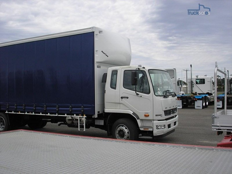 fuso fighter 211184 008