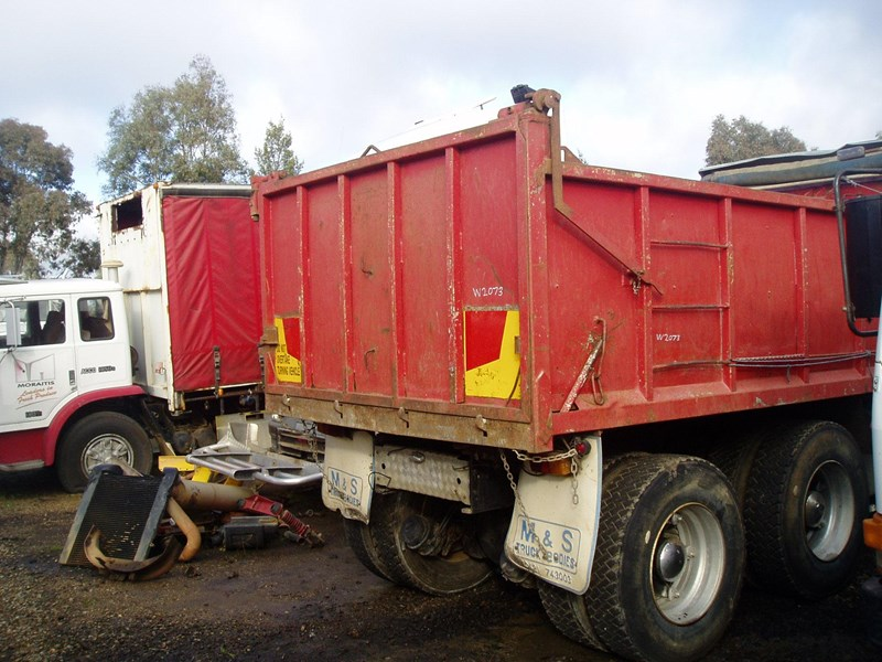 ford cargo 216332 005