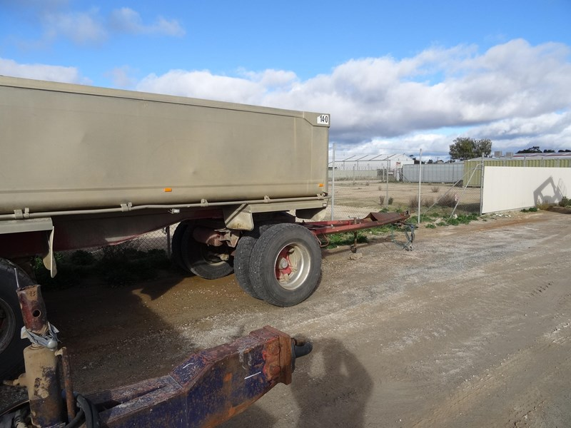 dog trailer 2 axle 220481 007