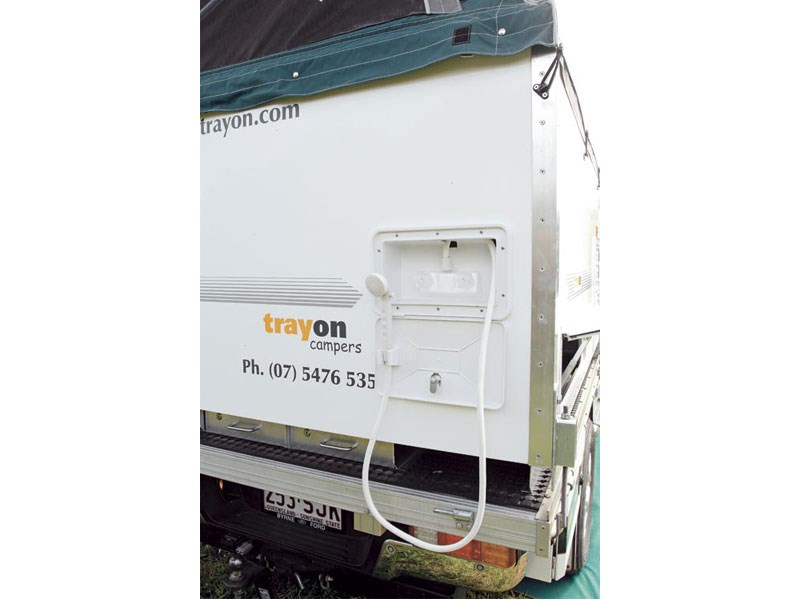 trayon dual cab deluxe 41389 015