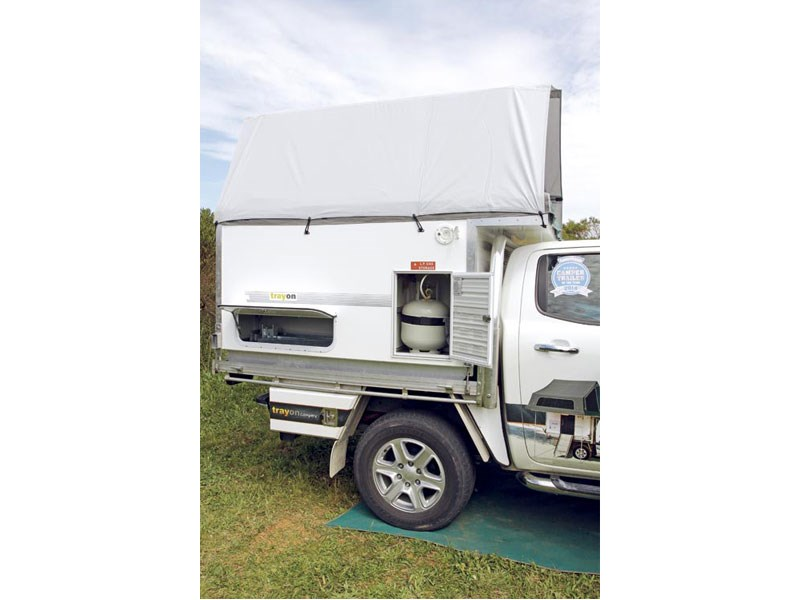 trayon dual cab deluxe 41389 009
