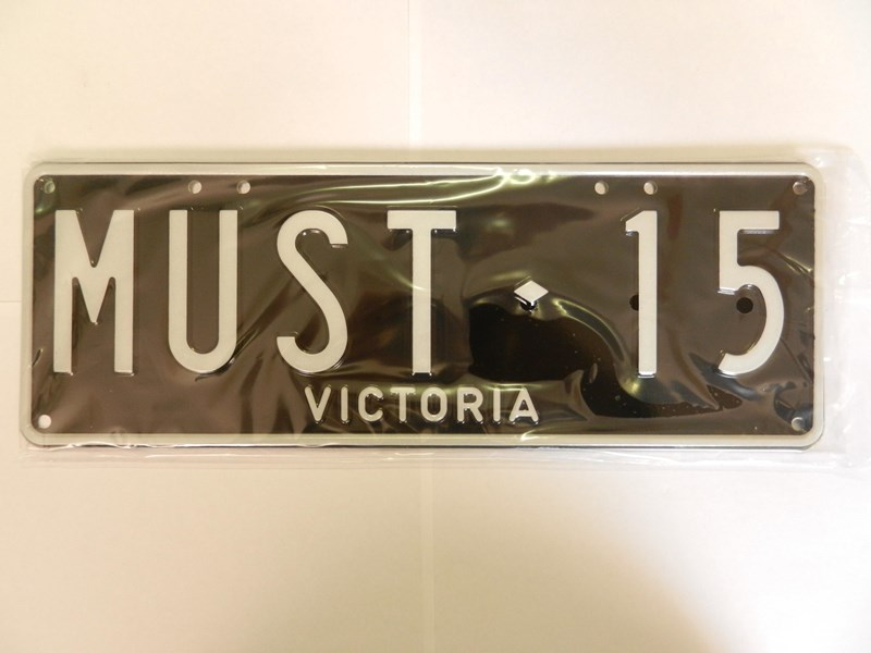 number plates must15 241736 003
