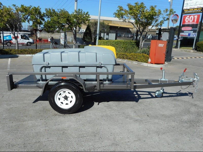 lockable & secure poly diesel fuel trailer [on road] 600l enclosed [tfpoly] [attftrail] 243055 005