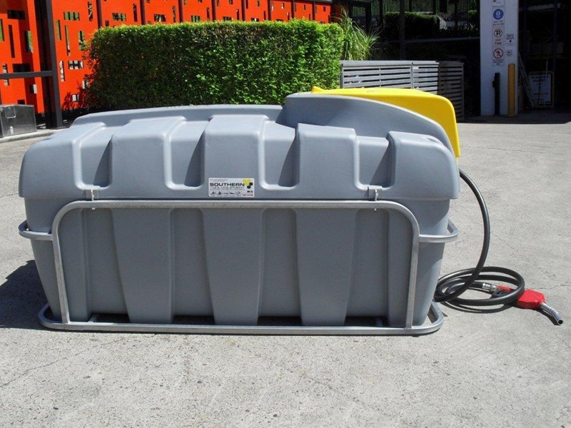 lockable & secure poly diesel unit / 800l diesel fuel tank with mounting frame [dm800mf] [tfpoly] 243065 009