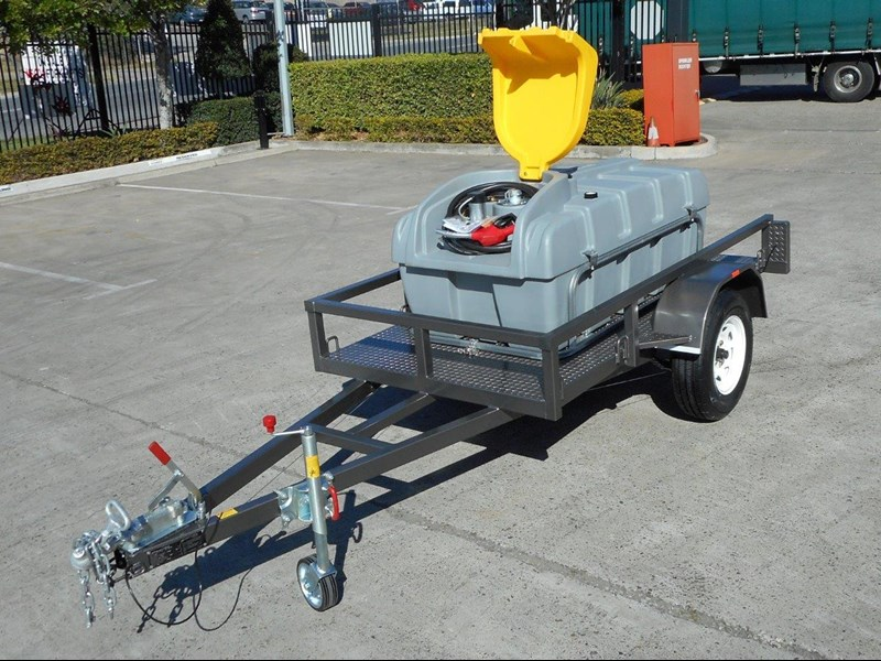 lockable & secure poly diesel fuel trailer [on road] 600l enclosed [tfpoly] [attftrail] 243055 009