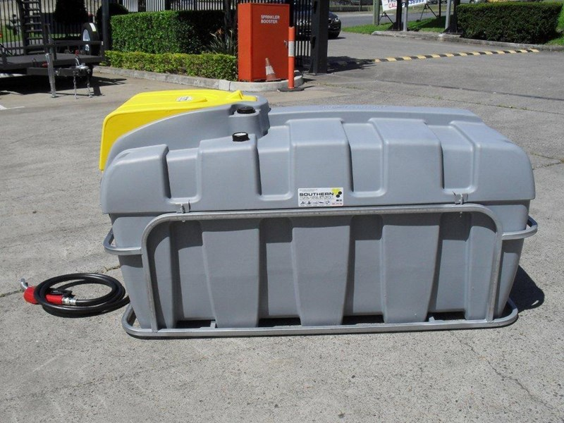 lockable & secure poly diesel unit / 800l diesel fuel tank with mounting frame [dm800mf] [tfpoly] 243065 011