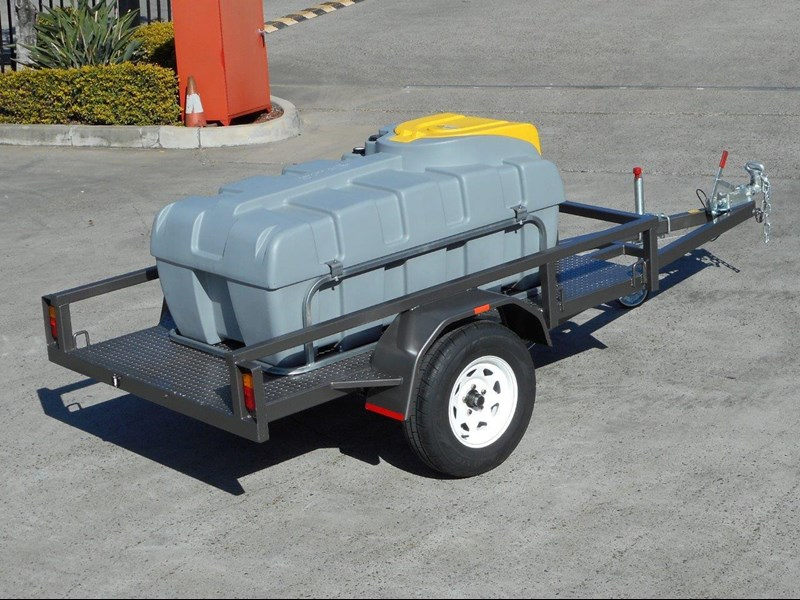 lockable & secure poly diesel fuel trailer [on road] 600l enclosed [tfpoly] [attftrail] 243055 011