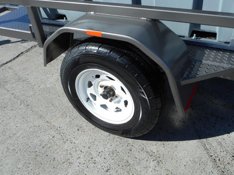 lockable & secure poly diesel fuel trailer [on road] 600l enclosed [tfpoly] [attftrail] 243055 021