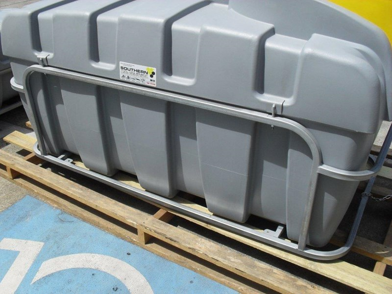 lockable & secure poly diesel unit / 800l diesel fuel tank with mounting frame [dm800mf] [tfpoly] 243065 025