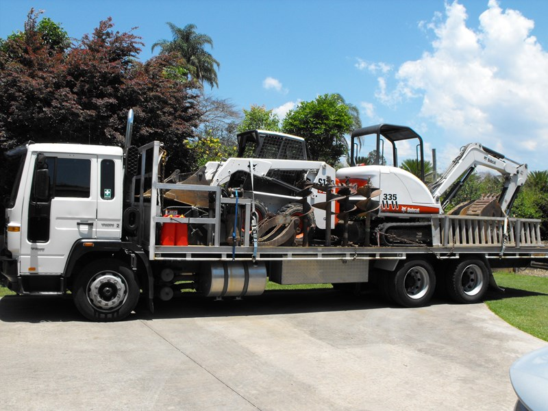 earthmoving 3 piece 5 ton combo - excavator, bobcat & flat bed truck 252602 001