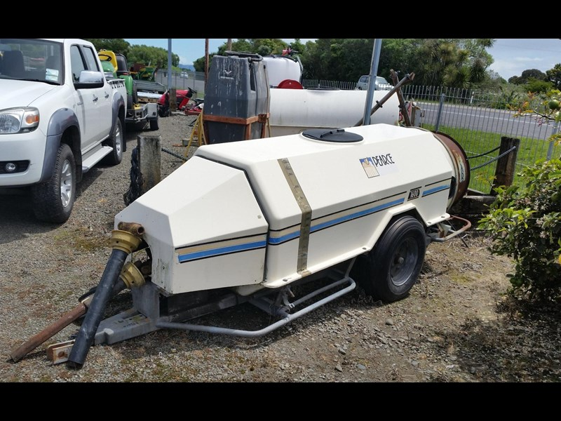 pearce 1600 trailed sprayer 252701 003