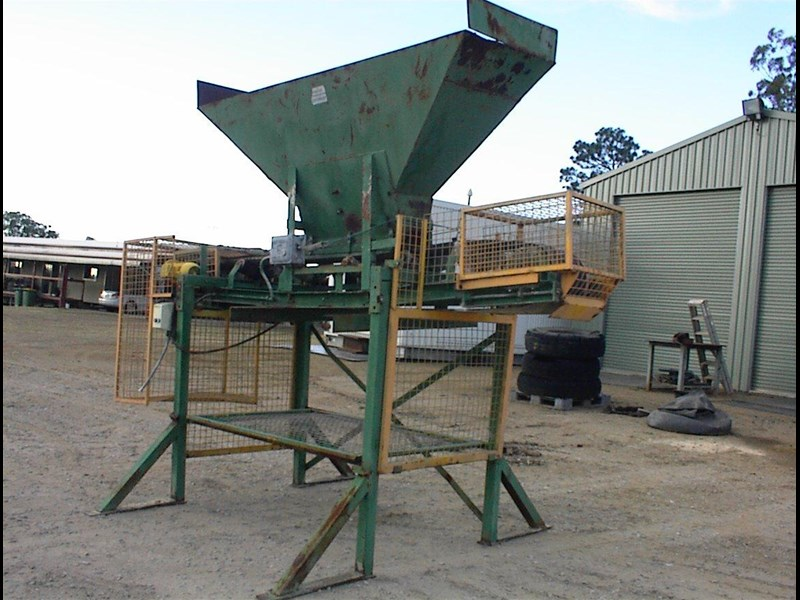 custom built bag filling conveyor bin 260608 003